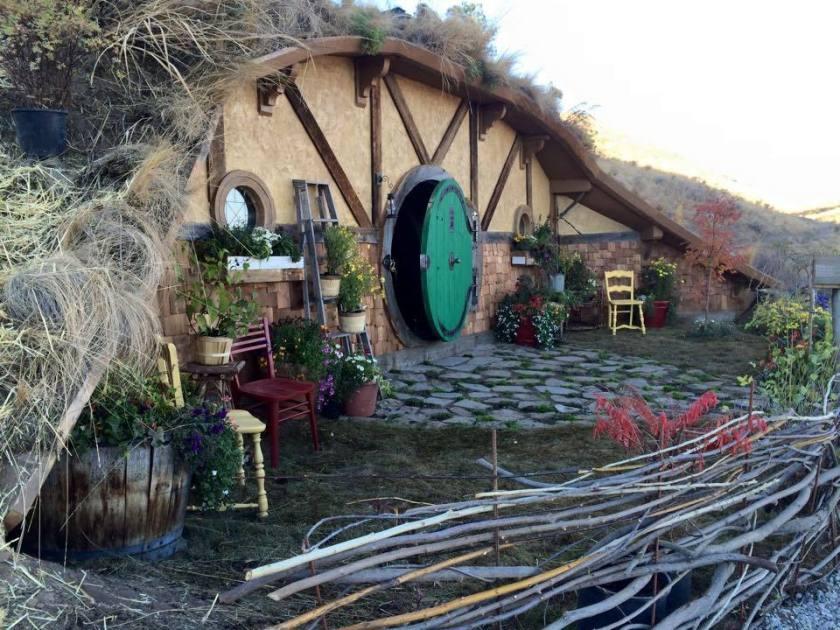 Hobbit-Hole-Hotel